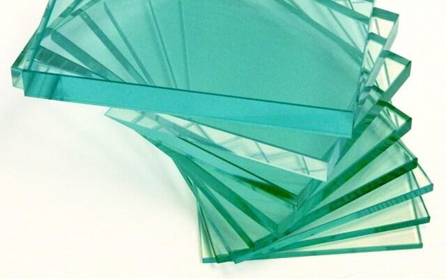 Стол, витрина, перегородка, все делается из стекла